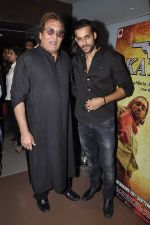 Vinod Khanna, Akhil Kapur at Desi Kattey premiere in Fun on 25th Sept 2014 (56)_54259cf0824d9.JPG