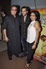 Vinod Khanna, Akhil Kapur at Desi Kattey premiere in Fun on 25th Sept 2014 (58)_54259cf106f9d.JPG