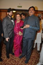 Poonam Sinha, Luv Sinha, Shatrughan Sinha at bash hosted for him by Pahlaj Nahlani in Mumbai on 26th Sept 2014 (30)_54269e5b1ac1a.JPG