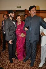 Poonam Sinha, Luv Sinha, Shatrughan Sinha at bash hosted for him by Pahlaj Nahlani in Mumbai on 26th Sept 2014 (32)_54269e344239a.JPG