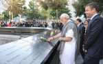 Narendra Modi_s slice of fashion in NY on 27th Sept 2014 (25)_54277f3fa96e1.jpg
