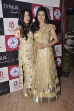 Bhagyashree, Amy Billimoria at Wedding Show by Amy Billiomoria in Mumbai on 28th Sept 2014 (673)_54299a2dbddce.JPG
