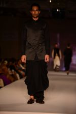 Model walk for Tarun Tahiliani Modern Mughals show for Sahachari Foundation in Mumbai on 28th Sept 2014 (526)_542990aa9c3ff.JPG