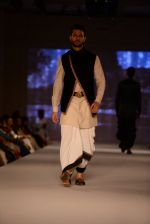 Model walk for Tarun Tahiliani Modern Mughals show for Sahachari Foundation in Mumbai on 28th Sept 2014 (529)_542990ad93212.JPG