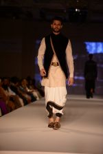 Model walk for Tarun Tahiliani Modern Mughals show for Sahachari Foundation in Mumbai on 28th Sept 2014 (530)_542990aee0117.JPG