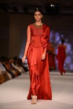 Model walk for Tarun Tahiliani Modern Mughals show for Sahachari Foundation in Mumbai on 28th Sept 2014 (634)_54299120650dc.JPG