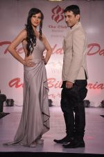 Sunaina Gulzar, Harmeet Gulzar at Wedding Show by Amy Billiomoria in Mumbai on 28th Sept 2014 (288)_54299936a9ef5.JPG