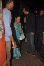 Aamir Khan snapped with his mother at Vidhu Vinod Chopra_ studio on 29th Sept 2014 (20)_542a8bb37907c.JPG