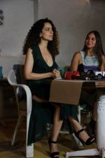 Kangana Ranaut snapped at Olive in Mumbai on 29th Sept 2014 (15)_542a8d360bee7.jpg