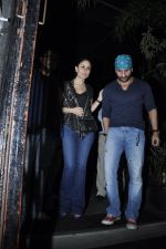 Kareena Kapoor, Saif Ali Khan snapped at Nido in Mumbai on 29th Sept 2014 (13)_542a8d6fe2c26.JPG