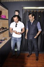 Saif Ali Khan inaugurates designer Raghavendra Rathore_s new store in Mumbai on 30th Sept 2014 (135)_542bdf973275e.JPG