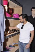 Saif Ali Khan inaugurates designer Raghavendra Rathore_s new store in Mumbai on 30th Sept 2014 (136)_542bdf98470ea.JPG
