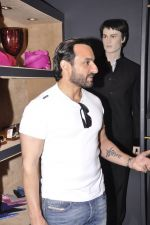 Saif Ali Khan inaugurates designer Raghavendra Rathore_s new store in Mumbai on 30th Sept 2014 (137)_542bdf99317fb.JPG