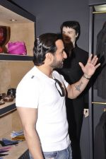 Saif Ali Khan inaugurates designer Raghavendra Rathore_s new store in Mumbai on 30th Sept 2014 (138)_542bdf9a16d60.JPG