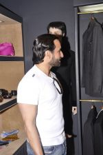 Saif Ali Khan inaugurates designer Raghavendra Rathore_s new store in Mumbai on 30th Sept 2014 (139)_542bdf9adbb78.JPG