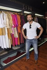Saif Ali Khan inaugurates designer Raghavendra Rathore_s new store in Mumbai on 30th Sept 2014 (160)_542bdfb194014.JPG
