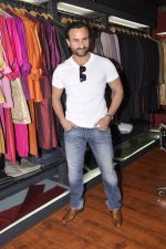 Saif Ali Khan inaugurates designer Raghavendra Rathore_s new store in Mumbai on 30th Sept 2014 (162)_542bdfb3ce028.JPG