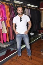 Saif Ali Khan inaugurates designer Raghavendra Rathore_s new store in Mumbai on 30th Sept 2014 (163)_542bdfb4c5541.JPG