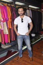 Saif Ali Khan inaugurates designer Raghavendra Rathore_s new store in Mumbai on 30th Sept 2014 (166)_542bdfb7c5a8a.JPG