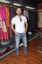 Saif Ali Khan inaugurates designer Raghavendra Rathore_s new store in Mumbai on 30th Sept 2014 (171)_542bdfbc2a002.JPG