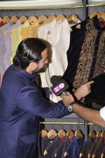 Saif Ali Khan inaugurates designer Raghavendra Rathore_s new store in Mumbai on 30th Sept 2014 (71)_542bdf58a5fc1.JPG