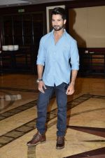 Shahid Kapoor at Haider book launch in Taj Lands End on 30th Sept 2014 (86)_542be97c4bf46.JPG