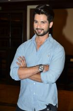 Shahid Kapoor at Haider book launch in Taj Lands End on 30th Sept 2014 (88)_542be97e3d2a5.JPG