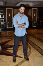 Shahid Kapoor at Haider book launch in Taj Lands End on 30th Sept 2014 (90)_542be97f1f810.JPG