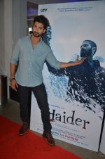 Shahid Kapoor at Haider screening in Sunny Super Sound on 30th Sept 2014 (79)_542be4a8d0311.JPG