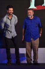 Shahid Kapur, Pankaj Kapur at Haider book launch in Taj Lands End on 30th Sept 2014 (137)_542be901455f4.JPG