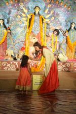 Sushmita Sen at Durga Pooja on 30th Sept 2014 (10)_542bdfdf58711.JPG