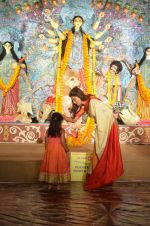 Sushmita Sen at Durga Pooja on 30th Sept 2014 (11)_542bdfe04dd85.JPG