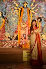 Sushmita Sen at Durga Pooja on 30th Sept 2014 (116)_542be044ce16b.JPG