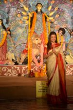 Sushmita Sen at Durga Pooja on 30th Sept 2014 (117)_542be045c2128.JPG