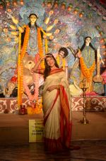 Sushmita Sen at Durga Pooja on 30th Sept 2014 (118)_542be046ba310.JPG