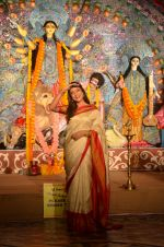 Sushmita Sen at Durga Pooja on 30th Sept 2014 (119)_542be047b5c04.JPG