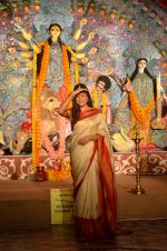 Sushmita Sen at Durga Pooja on 30th Sept 2014 (123)_542be04c1afcb.JPG