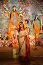 Sushmita Sen at Durga Pooja on 30th Sept 2014 (124)_542be04d100bc.JPG