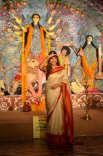Sushmita Sen at Durga Pooja on 30th Sept 2014 (126)_542be04fbd28f.JPG