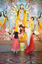 Sushmita Sen at Durga Pooja on 30th Sept 2014 (13)_542bdfe252ec6.JPG