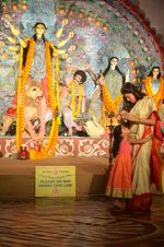 Sushmita Sen at Durga Pooja on 30th Sept 2014 (183)_542be0867a14e.JPG