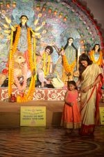 Sushmita Sen at Durga Pooja on 30th Sept 2014 (186)_542be08968afa.JPG