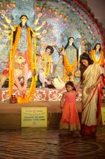 Sushmita Sen at Durga Pooja on 30th Sept 2014 (187)_542be08ae4260.JPG