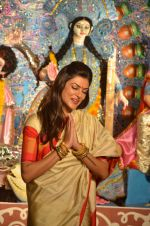 Sushmita Sen at Durga Pooja on 30th Sept 2014 (189)_542be08cc3d5a.JPG