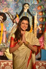 Sushmita Sen at Durga Pooja on 30th Sept 2014 (193)_542be08ff1dae.JPG