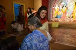 Sushmita Sen at Durga Pooja on 30th Sept 2014 (30)_542bdff332a1d.JPG