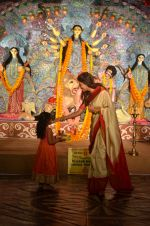 Sushmita Sen at Durga Pooja on 30th Sept 2014 (47)_542be00243c2f.JPG