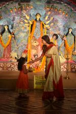 Sushmita Sen at Durga Pooja on 30th Sept 2014 (48)_542be00323d0d.JPG