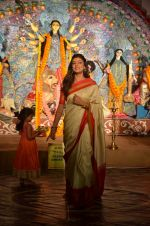 Sushmita Sen at Durga Pooja on 30th Sept 2014 (50)_542be005ce682.JPG