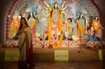 Sushmita Sen at Durga Pooja on 30th Sept 2014 (89)_542be02b29074.JPG